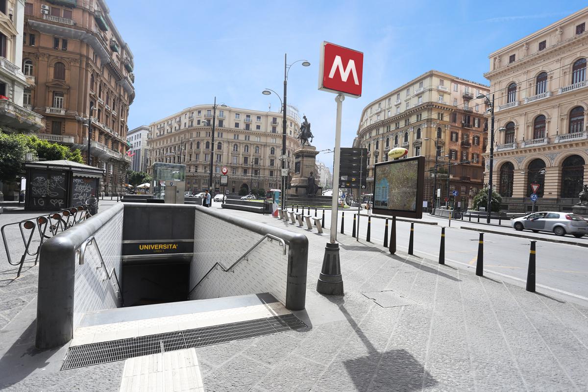 Piazza bovio 22 napoli il miglior posto dove soggiornare for Dove soggiornare a napoli